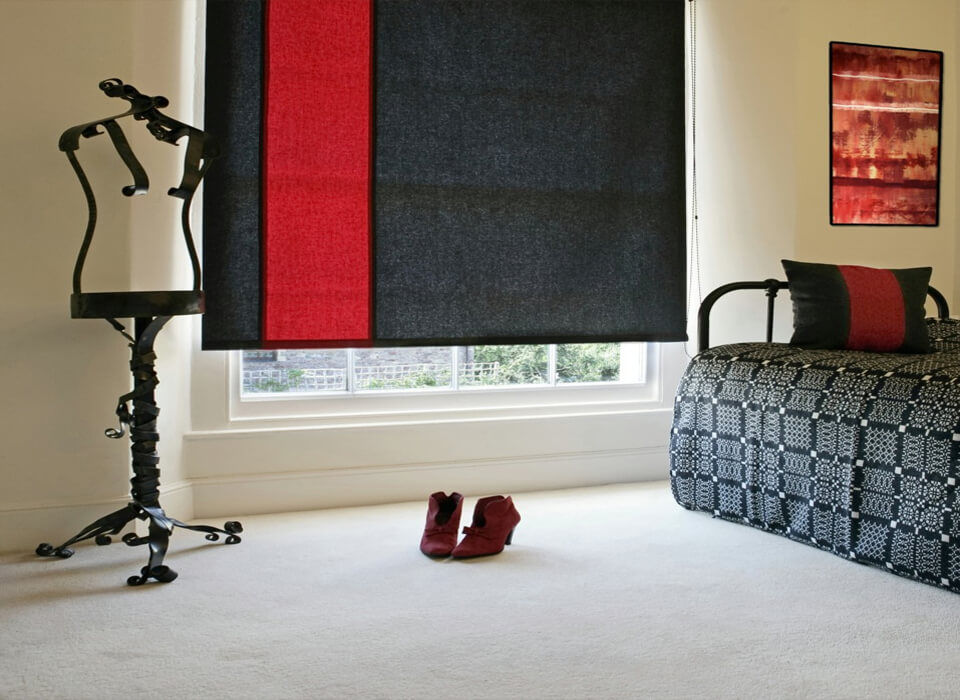 Roman blinds black and red modern