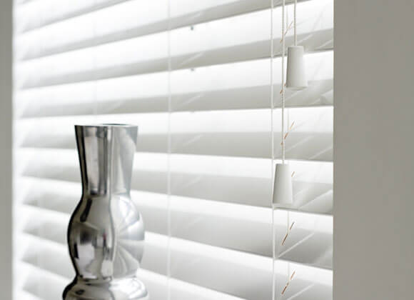 Venetian blind-white-gloss